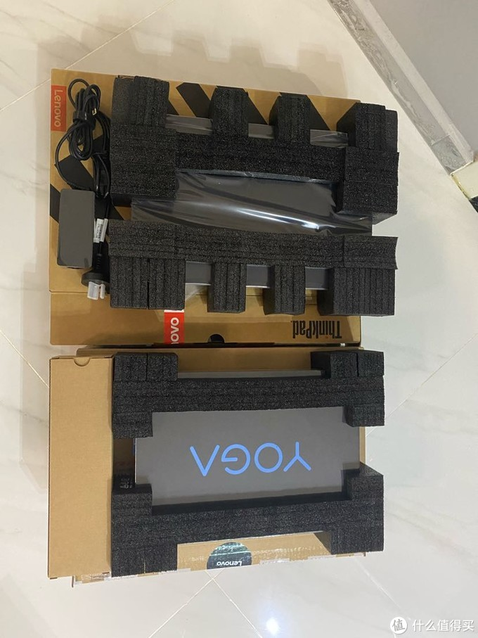拆开纸盒,yoga还有一层包装