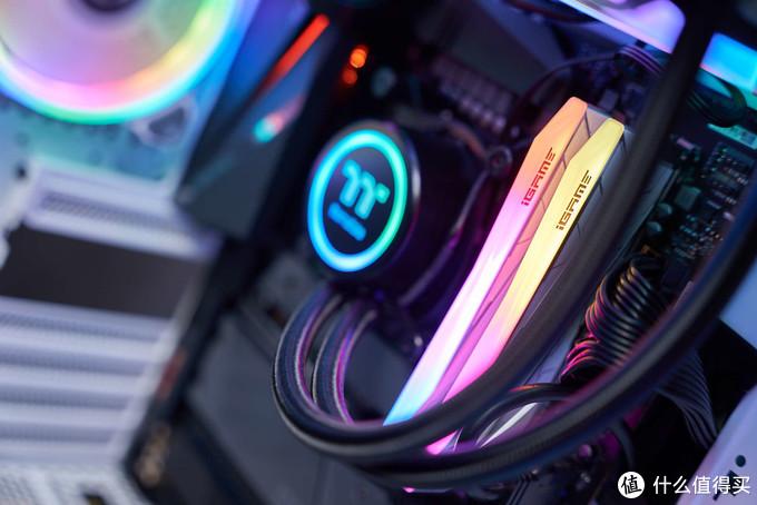 三星B-DIE,七彩虹iGame Vulcan Frozen DDR4-4266内存