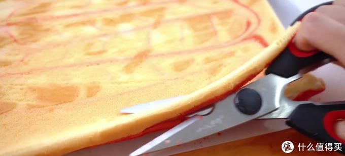 自制红丝绒旋风蛋糕卷,吃起来特别柔软