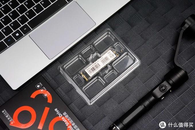 性价比极高的高速M.2 SSD:aigo固态硬盘评测