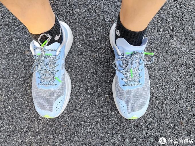 乔丹「巭」碳板跑鞋,让我体验到了国产跑鞋的崛起