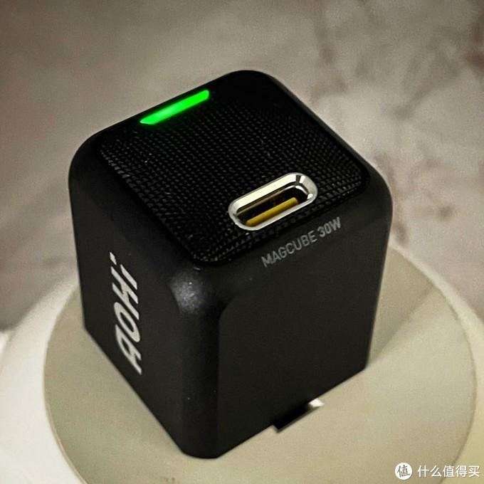 这可能是目前最小的30W PD快充充电器AOhi Magcube