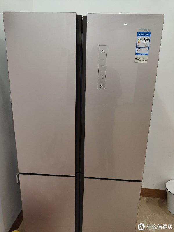 乡下用的海尔冰箱,玻璃面板比较高级,实体店5000块钱买的。