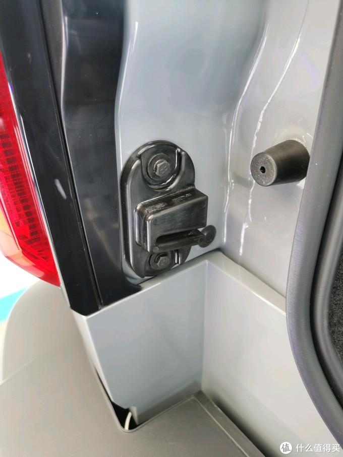 限位块,也是防止车门下沉的配件,好像网上有铝合金限位块供改装了