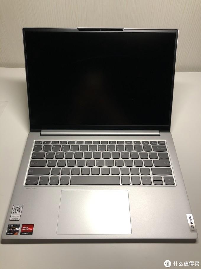 1.3mm键程的键盘手感还可以,肯定没老的thinkpad键盘舒服,但是可以接受。半键妥协设计的上下键比较不爽,但是用的频率也没那么高,也算能接受。