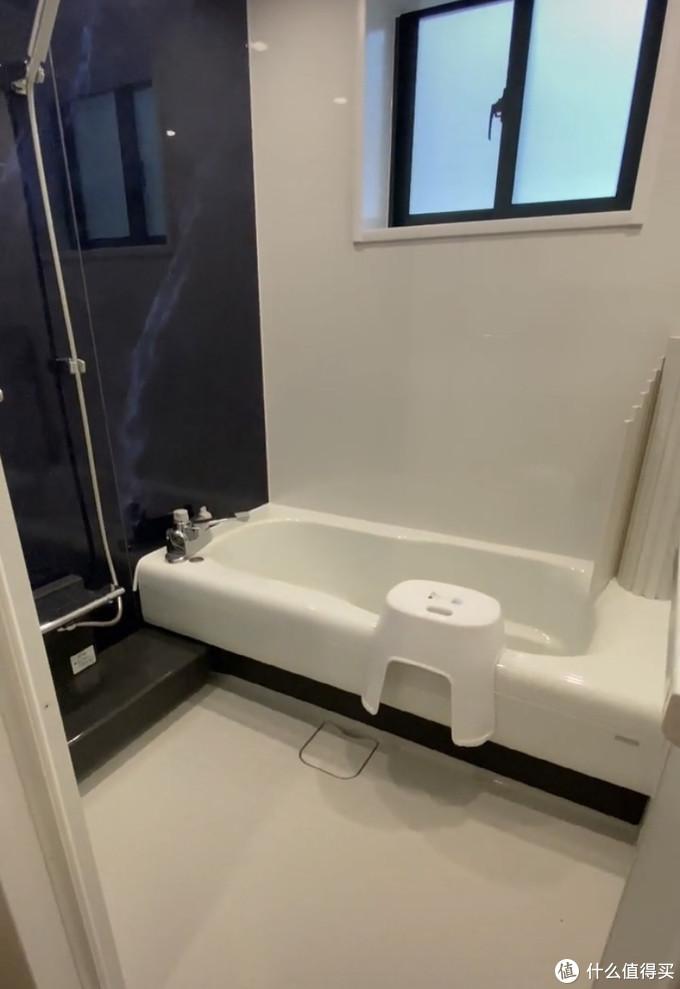 日式卫生间装修,竟然不要一块瓷砖,不漏水还防滑,怎么做到的?