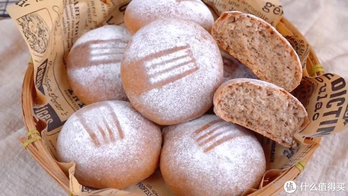 自制全麦面包,浓浓的麦香味儿,吃起来很柔软