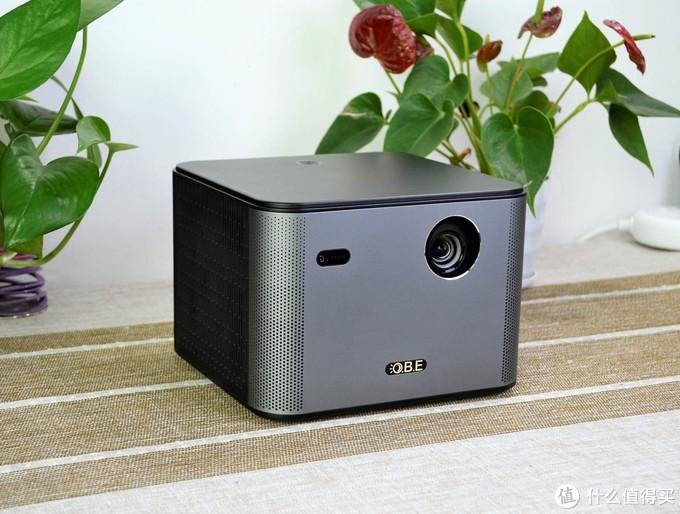 大眼橙X7Pro:高清分辨率+1400ANSI流明亮度,呈现画面优质的家庭影院!