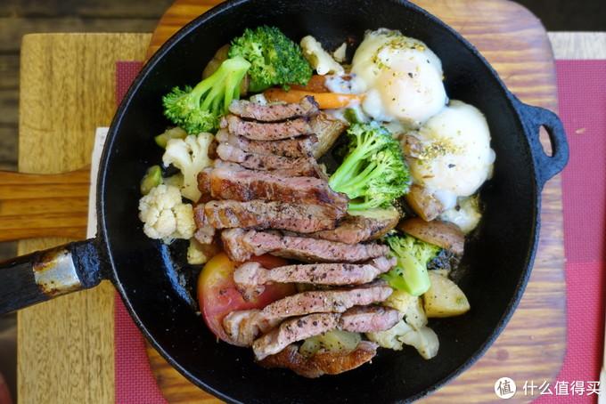 牛排,忘了是哪种了,之前点的牛排卖光了,换成了这个。肉稍有点肥,蔬菜里面奶味挺重的,温泉蛋依然是一绝