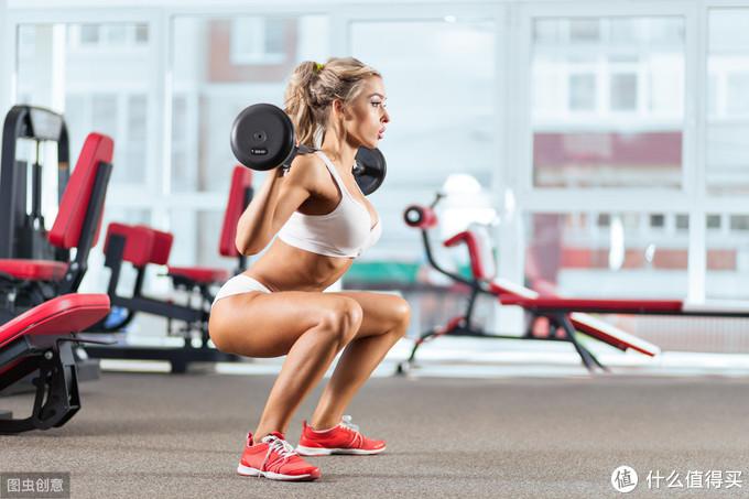 女性应该如何充分利用自身的生理周期来最大化力量训练的效果?