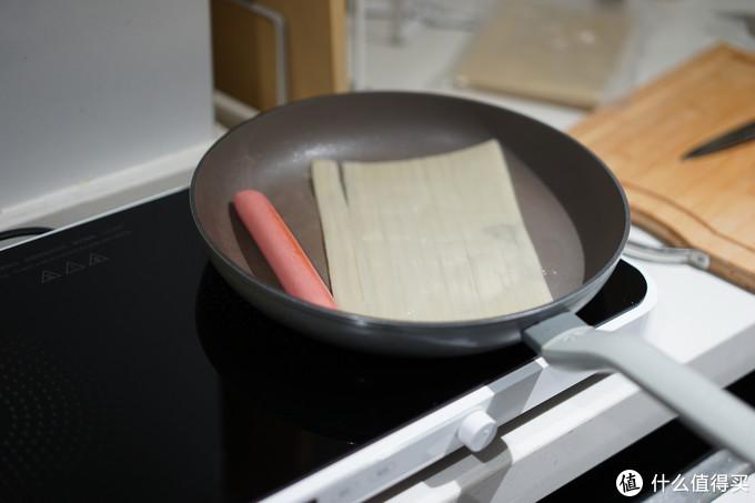 我也试了使用平底锅在电磁炉上制作,使用感受基本相同,就是因为面积原因有些局促