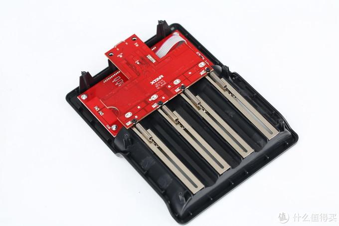 经济实惠 大屏4槽充电器 XTAR VC4充电器