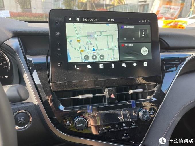 (全新升级的车机系统,和腾讯公司联合开发了一些实用的车载程序,包括智能互联风云悦享,通过这几天的探索发现,还能在线上网,就是点击图片中右下角这个小图标;车载微信, 智能语音电话,地图导航等等,功能配置绝对不输于任何一款其他品牌 B 级车)