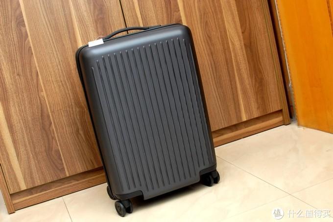 2.7KG净重,20英寸38L大容量,轻装出行用UREVO悠启旅行箱好了