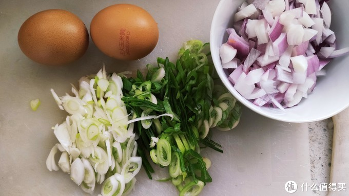鸡蛋、洋葱、葱花