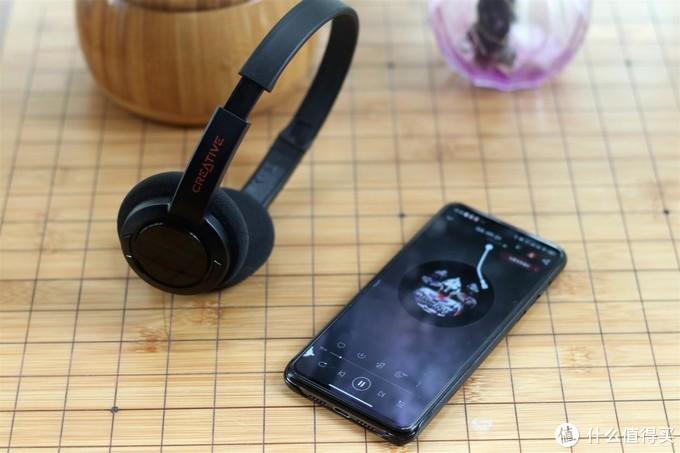 299元起售,这款头戴蓝牙耳机适合学生党和工薪阶层,优缺点明显