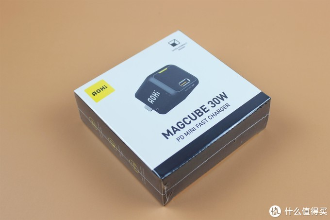 """拇指""氮化镓——AOHI Magcube30W体小容量大"