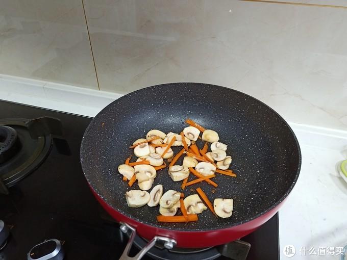 中老年人晚餐别乱吃,1菜1汤简单又好吃,身体健康少生病