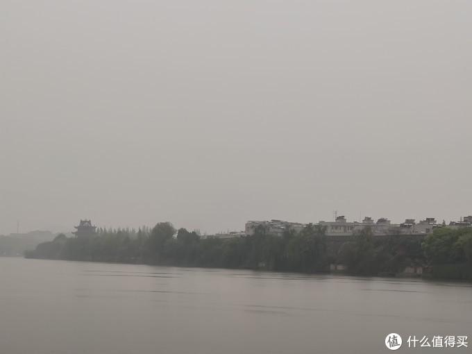 清明雨中襄阳古城
