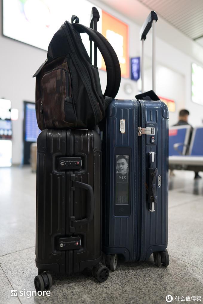 Tumi 的背包 + Rimowa 的行李箱(左边是新款 Original,右边是旧款 Salsa Deluxe)