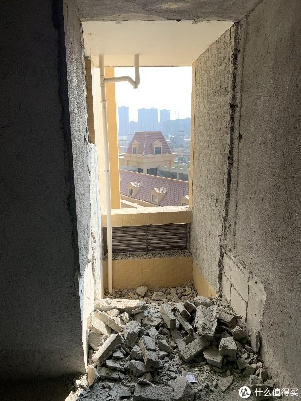 飘窗砸了,空调外机外置一并吞了,凭空多加了1个平米。
