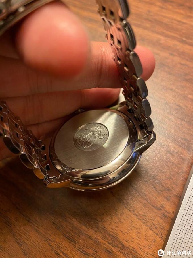 背蓋細節,其實手錶的背蓋不背透的話就應該出花活兒