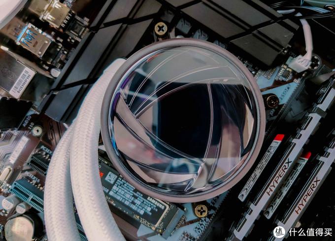 纯白诱惑+ARGB幻彩灯效,爱国者银河T240水冷评测:小机箱福音