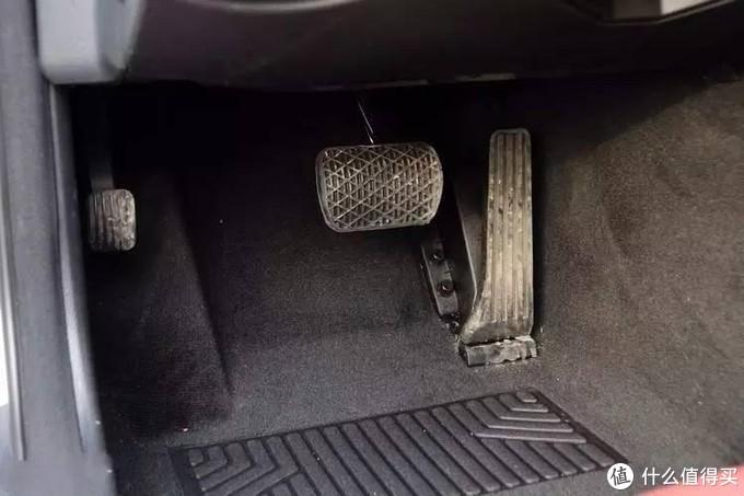 自动挡汽车只有两个踏板,为何不设计成左脚踩刹车,右脚踩油门