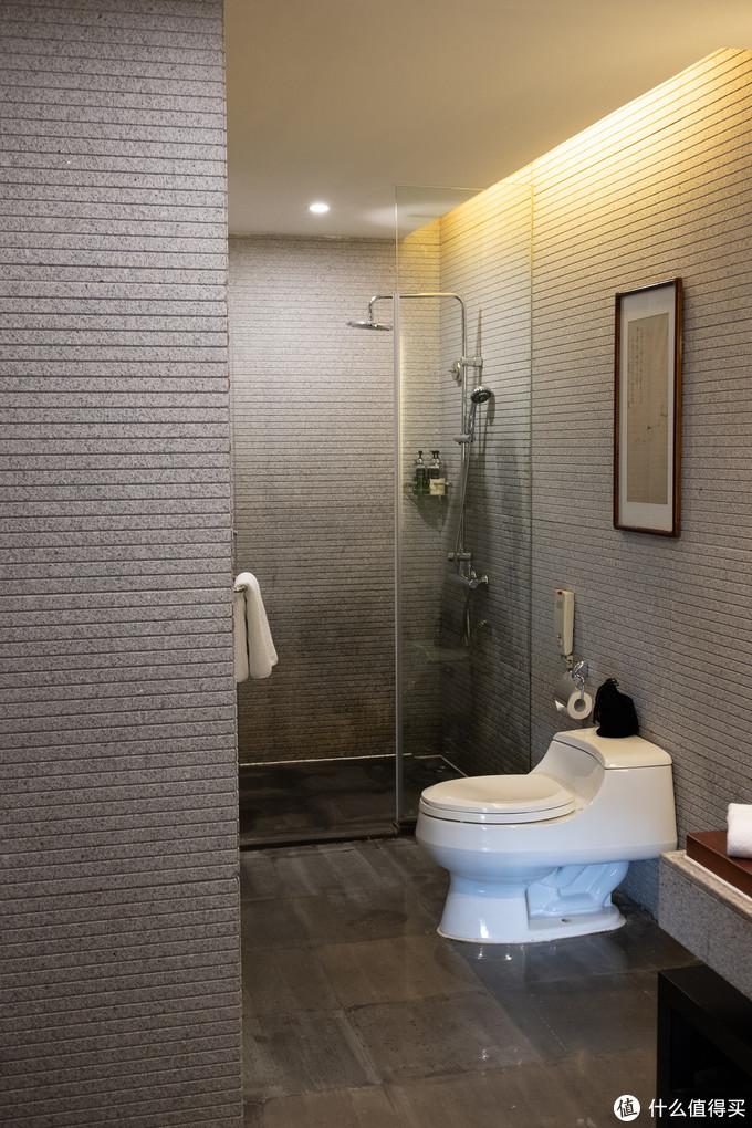 标准科勒卫浴,但是比较遗憾缺乏浴缸