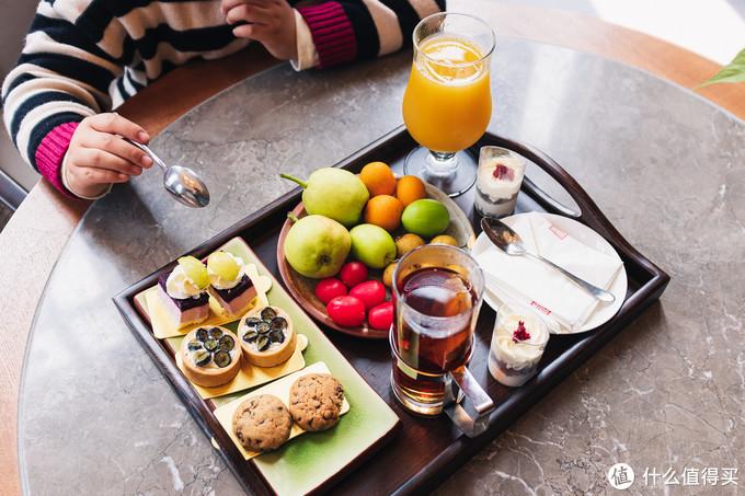 下午茶,有红茶、果汁、咖啡三选二