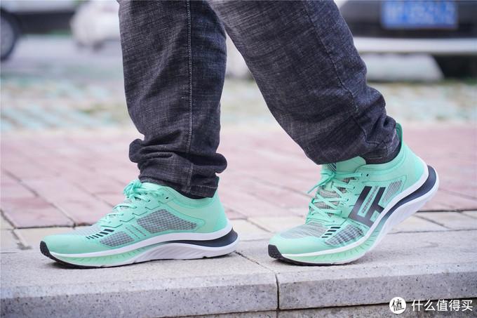 FREETIE 缓震超轻运动鞋体验分享--颜值不错,性价比依旧!