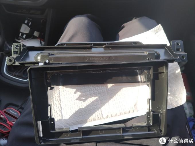 好了,这是车框,用来放车机的,分体式的,总觉得emmmm,不如一体的方便
