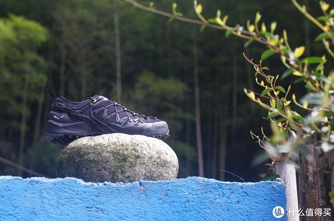 徒步、攀岩都可的沙乐华户外鞋