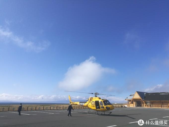 可以乘坐直升机空中俯瞰赛里木湖,不过价格感人