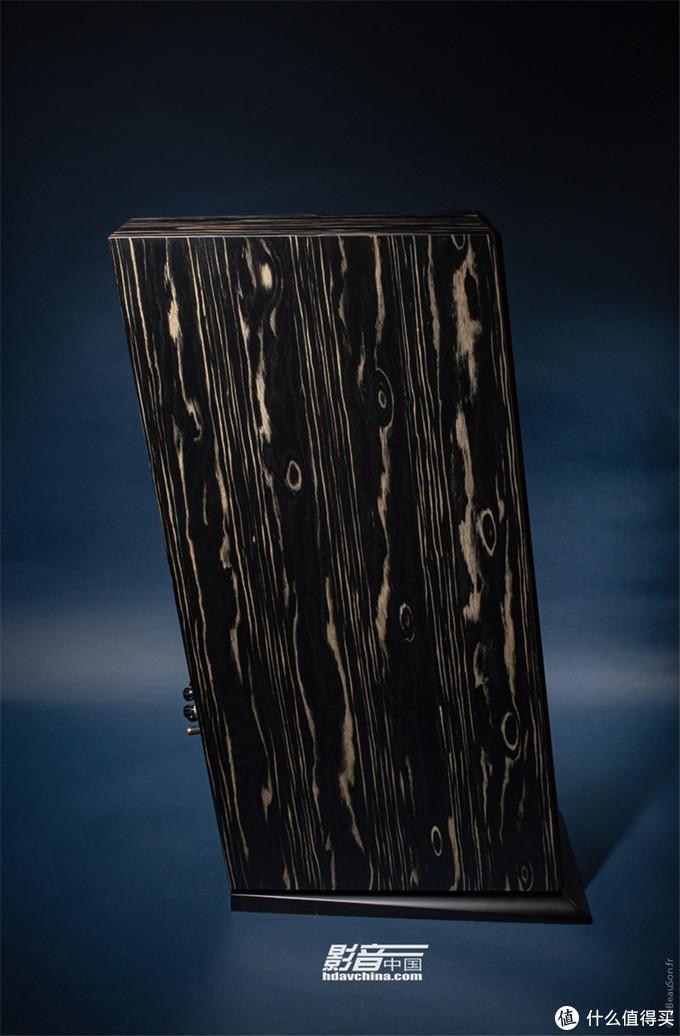箱体后倾7度,且箱体为不规则形状,可减少内部驻波