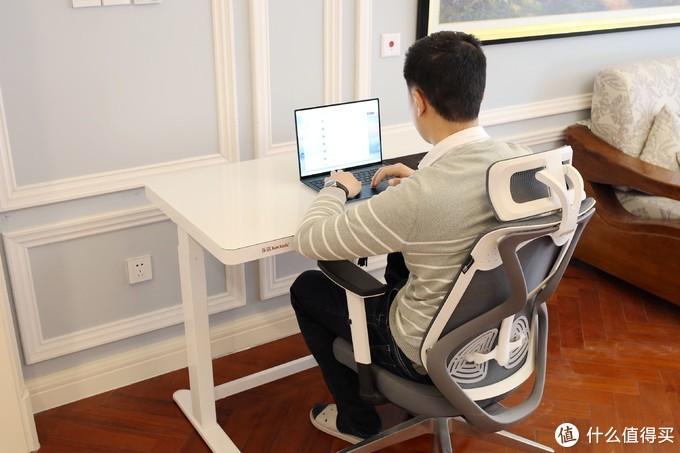 缓解颈椎腰椎压力,能站着办公的乐歌智能电动升降桌全体验