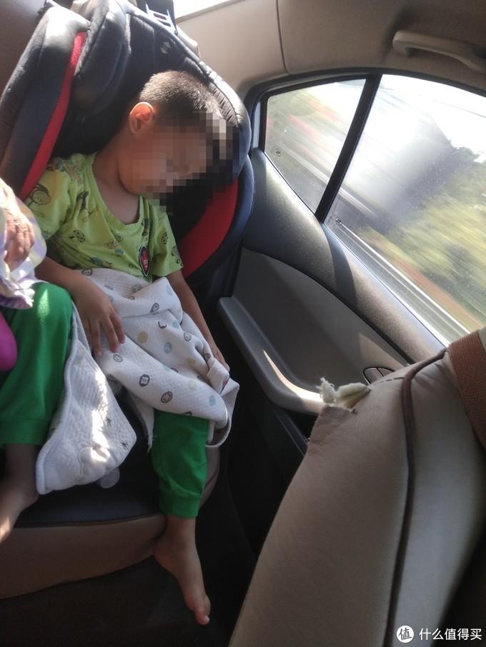 去汕头途中塞车,儿子都睡过去三次了