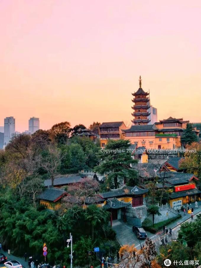 【南京鸡鸣寺】古刹见证了一对对新人的爱情,祝福他们白头偕老。