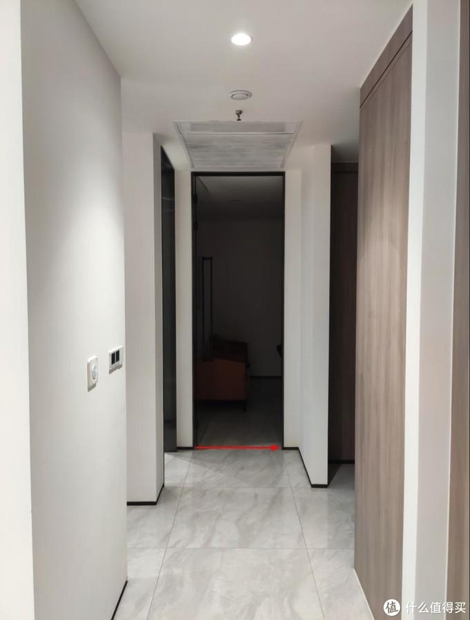 上图:门到顶,砖80厘米门也开80厘米。