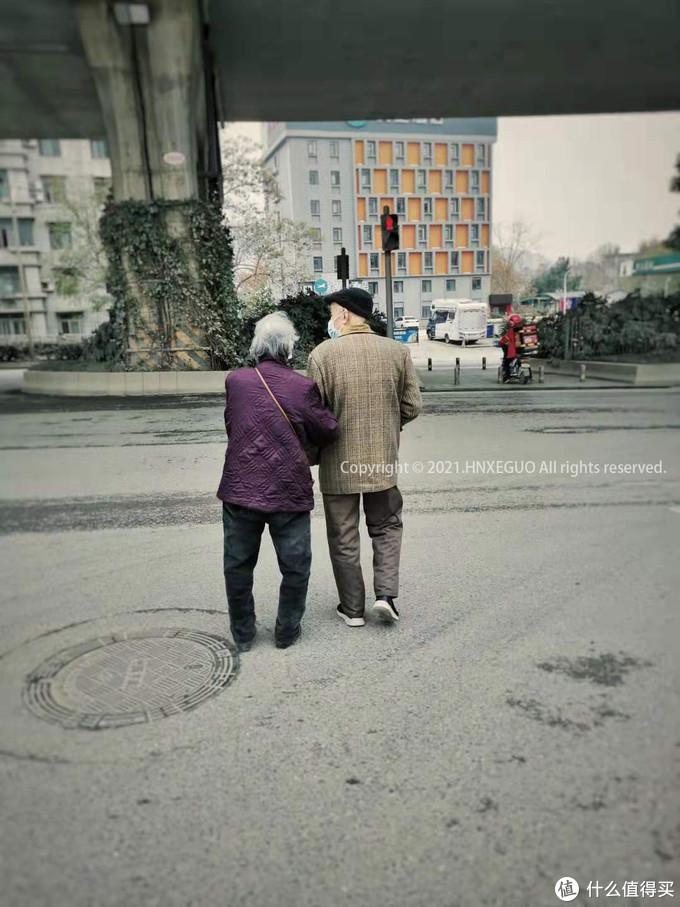 【武汉街头的老夫妻】他们比我们更懂得什么叫珍惜