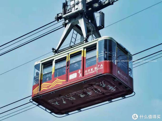 【长江索道】白天排队的人比较多,建议晚上乘坐,可以看千厮门大桥的夜景。一个车厢50人,索道是横贯长江两岸的重要交通工具。
