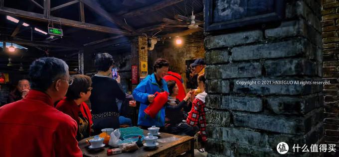 【倒茶的阿姨】重庆人的热情,也许就是素不相识,但我可以为你倒上一杯热茶。