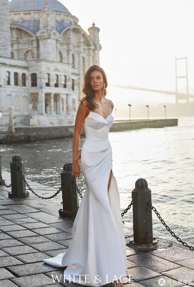 佟丽娅整个人珠光宝气,Milla Nova礼服性感又迷人