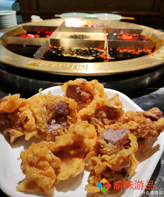 """重庆石油路的鲜货火锅,活体金针菇现采现煮,味道安逸""""惨""""了"""
