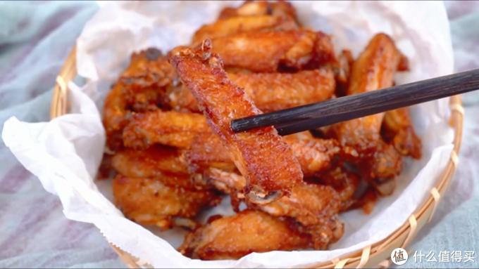 自制蒜香炸鸡翅,外皮嚼劲十足,肉质鲜嫩多汁