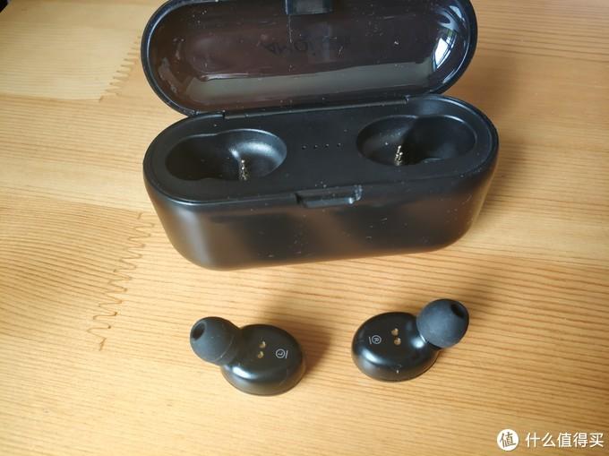 耳机换了最小的耳塞,收货时默认戴的是中号的,时间久点就耳朵疼,换了最小的耳塞就好了