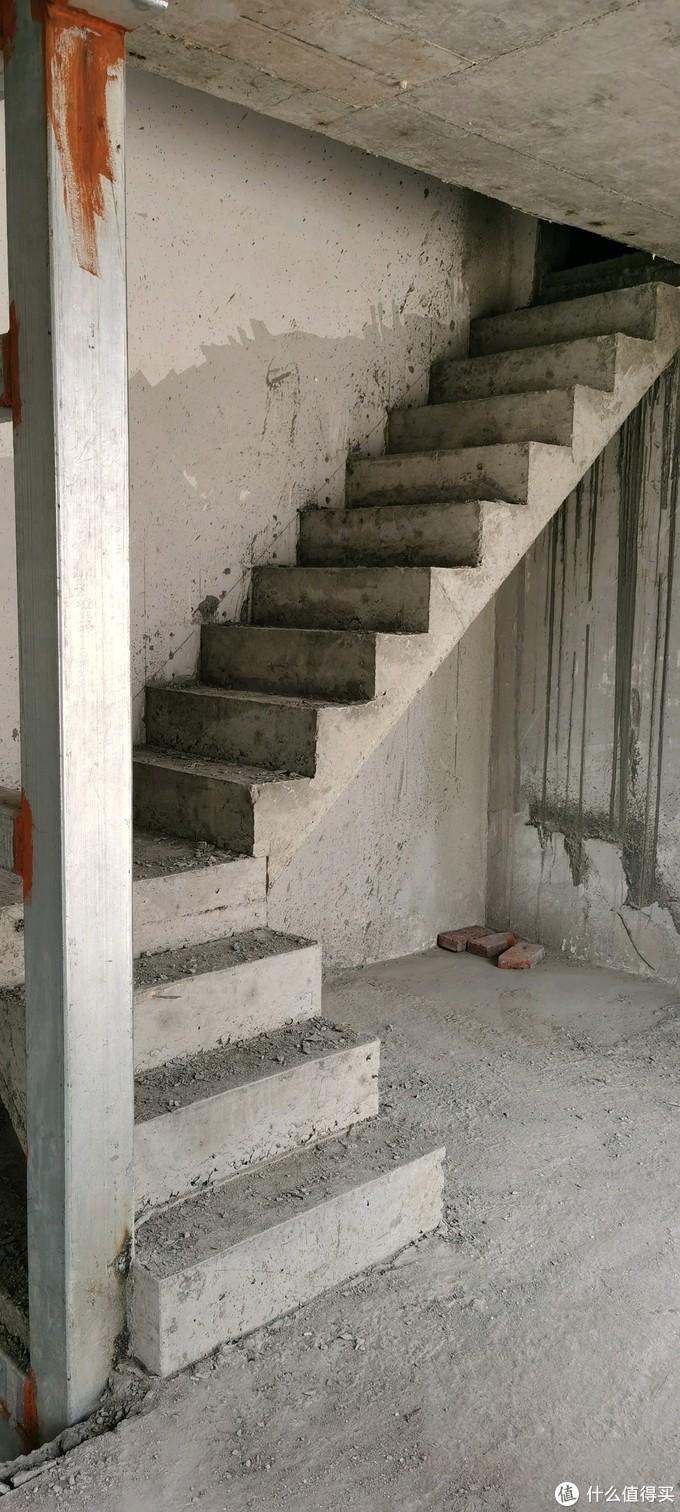 上阁楼的楼梯