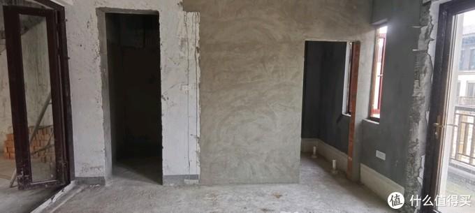 换个视角看看次卧,对面的是衣帽间以及卫生间