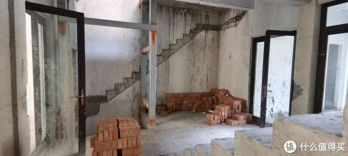 电梯旁的景观区,也可以隔起来当储物间
