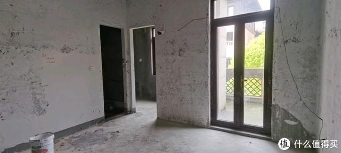 衣帽间、卫生间、以及阳台门